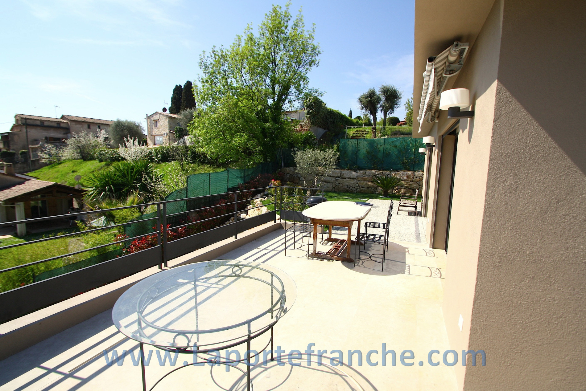 Vente la colle sur loup villa contemporaine avec piscine for Virginia piscines la colle sur loup